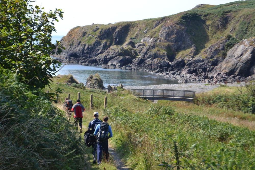 Family fun day wild food foraging at Portpatrick  (4/6)
